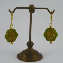 Blüten-Ohr-Hänger in barocker Optik Handarbeit in Berlin produziert