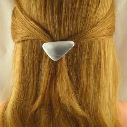 Sehr kleine dreieckige Aluminium Haarspange Handarbeit in Berlin produziert